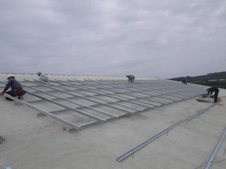 太陽光パネル取付用架台組立